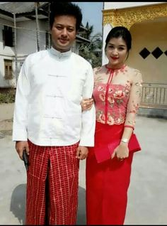 Hehhe;Look at thes couple with red traditional dresses