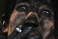 29 breathtaking photos you (probably) haven't seen. - The face of a Chinese coal miner Powerful Art, Powerful Images, We Are The World, People Of The World, Photo Compilation, Photos Du, Cool Photos, Amazing Photos, View Photos