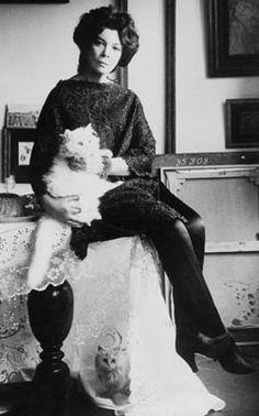 Leonor FIni (1908 - 1996)  Artiste peintre surréaliste, décoratrice de théâtre et écrivaine.