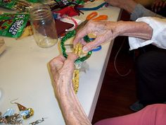 Arts activities help seniors with Alzheimer's and dementia remember