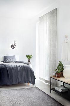 Dip-Dyed rug, curtains and bedsheets  Varpunen: Kinnasand II