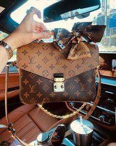 Replica Handbags, Luxury Handbags, Fashion Handbags, Purses And Handbags, Fashion Bags, Designer Handbags, Chanel Handbags, 00s Fashion, Hand Bags Designer