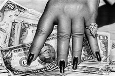 Helmut Newton: Fat Hand and Dollars, 1986.