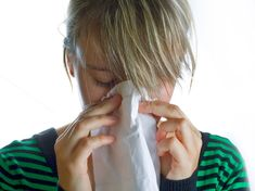 How to get rid of a stuffy nose? Remedies for stuffy nose treatment. Cure a stuffy nose fast and naturally. Prevent a stuffy nose. Avoid a stuffy nose. Remedios Congestion Nasal, Sinus Congestion, Chest Congestion, Allergy Remedies, Cold Remedies, Natural Remedies, Varicose Vein Remedy, Varicose Veins, Post Nasal Drip Remedy