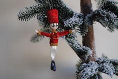 Prins van de Notenkraker, Notenkraker-Ballet kerst ornament, draad pop, Kerstmis pop door OnASummerday op Etsy https://www.etsy.com/nl/listing/484466109/prins-van-de-notenkraker-notenkraker