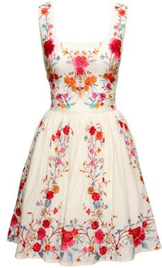 white & floral dress--- ornate, and simple at the same time :: Retro Fashion:: Vintage Style:: Spring Dresses:: Floral Fashion Pretty Outfits, Pretty Dresses, Beautiful Outfits, Cute Outfits, Flowery Dresses, Gorgeous Dress, Look Fashion, Fashion Beauty, Floral Fashion