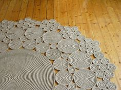 6 ft Crochet jute circle rug & naturals materials by ViaRamaThis crochet rug is made of natural jute rope. I crochet jute string around jute rope to make spirals. It look`s cosy. I love the jute string, because it is sturdy and stretchy in the same t Crochet Mat, Crochet Carpet, Crochet Motifs, Crochet Home, Crochet Doilies, Crochet Patterns, Diy Carpet, Rugs On Carpet, Jute