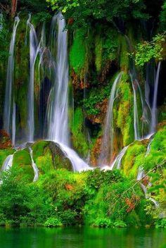 One of the many beautiful waterfalls in Croatie All Nature, Amazing Nature, Beautiful Waterfalls, Beautiful Landscapes, Natural Waterfalls, Famous Waterfalls, Beautiful World, Beautiful Places, Simply Beautiful