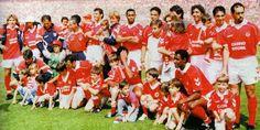 29 de maio, 1994. Consagração do campeonato nacional (penso que o 30º)! É com saudade que relembro este dia. Estive lá neste dia, com inúmeros familiares. Emoções fortes!!! O resultado era secundário (Benfica-0/V.Guimarães-0)...