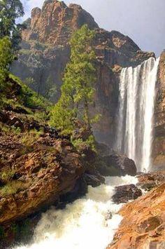 Yolanda Tavero en la Presa de Soria, Gran Canaria 2018 Grand Canaria, Beautiful World, Beautiful Places, Phuket, Spring Nature, Beautiful Waterfalls, Canary Islands, Tenerife, Places To See