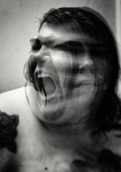 10 autoportraits qui montrent la difficulté d'accepter son corps
