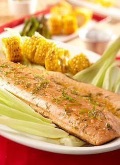 Puede preparar esta misma receta con filetes de pescado blanco grueso, como mero o corvina, todos con piel para que el pescado no se desbarate.