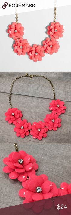 52a4e594304f93 J. Crew Factory Crystal Floral Burst Necklace J. Crew Factory Crystal  Floral Burst Necklace