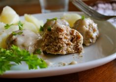 Easy Swedish Meatballs Recipe from The Food Charlatan. This Easy Swedish Meatballs Recipe is a traditional meal for our Swedish Meatballs Crockpot, Swedish Meatball Recipes, Swedish Recipes, Good Food, Yummy Food, Delicious Meals, Meatball Stroganoff, Creamed Mushrooms, Beef Dishes