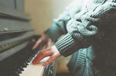 The piano is a tangible musical instrument. If you have the heart of a musician, you have to learn to play piano. You can learn to play piano through software and that's just what many busy individuals do nowadays. The piano can b Piano Photography, Tumblr Photography, Vintage Photography, White Photography, Jordan Parrish, The Golden Trio, Beautiful Boys, Beautiful Images, Piano Tumblr