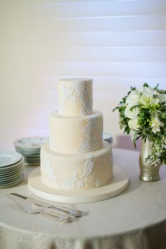 shades of white lace cake by Kakes by Karen / photo by setfreephotography.com