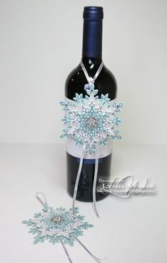 LW Designs: Sparkling Festive Flurry Ornaments - clever gift giving idea for holidays! Christmas Paper Crafts, Stampin Up Christmas, Christmas Gift Tags, Xmas Cards, Christmas Projects, Gift Cards, Holiday Gifts, Wine Bottle Tags, Wine Tags
