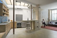 Loft : Retro Style Interior of Loft in Paris by Maxime Jansens - Retro Loft in Paris Interior Idea Designed by Maxime Jansens showing Open Floor Kitchen and Living Room and Decorated with Exposed Natural Brick and Stone Wall medium version Loft Kitchen, Kitchen Interior, Kitchen Island, Kitchen Small, Layout Design, Loft Paris, Paris Paris, Paris France, Paris Pictures