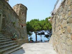 """""""Castello"""", Riomaggiore, Liguria Italia (Luglio) Riomaggiore, Sidewalk, Italia, Side Walkway, Walkway, Walkways, Pavement"""