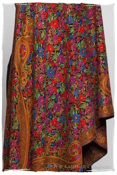 Jardin de élégance Antiquaires Shawl Fashion Bags, Fashion Outfits, Women's Fashion, Kashmiri Shawls, Kamiz, Pashmina Shawl, Indian Embroidery, Hand Embroidery, Beautiful Gowns