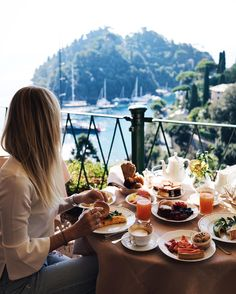 styleshiver | Last #breakfastwithaview and our last stopover in Portofino before going back to #HHood. Italy you were amazing! ❤️☕️🍳🌿🍓 @belmondhotelsplendido