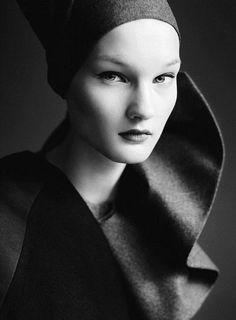 © Paolo Roversi, Vogue Italia July 2010 NEO ROMANTIC - Fonte: black-white-madness