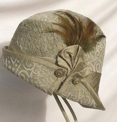 Womens Vintage Style Flapper Cloche Hat in Sage Green Art Deco Vintage Outfits, Vintage Fashion, Vintage Style, Vintage Hats, Flapper Hat, Fancy Hats, Love Hat, Thing 1, Beanies