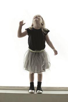 Nununu Magic Dress in Black and Grey Little Fashion, Kids Fashion, Amusement Enfants, Cool Vintage, Organic Baby Clothes, Cute Outfits For Kids, Stylish Kids, Kid Styles, Kids Wear