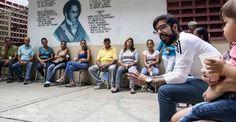 """El diputado de la Asamblea Nacional (AN)  de Venezuela por la Mesa de la Unidad Democrática (MUD), Miguel Pizarro, denunció que bajo el modelo económico que actualmente impulsa el Gobierno del presidente Nicolás Maduro """"todos los venezolanos nos vemos afectados por el hambre, la escasez y las colas"""".</p>"""