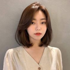 Asian Short Hair, Short Hair With Bangs, Girl Short Hair, Short Hair Cuts, Korean Short Hairstyle, Ulzzang Short Hair, Short Hair Korean Style, Korean Medium Hair, Korean Hair Color