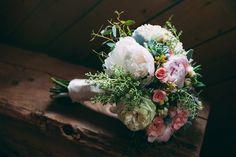 Runacula and garden rose bridal bouquet // Photographer: Julius & James // Rainy Day Modern Jewish Wedding | Modern Jewish Wedding Blog
