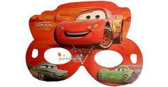 Cars MaskeŞimşek Mekkuin Karton Maske Ürün ÖzellikleriÜrün Paketinde 6 Adet Cars Baskılı Maske bulunur.Karton Maske kaliteli kartondan üretilmiş olup, canlı renklere sahiptir.Cars temalı maskeler lastikleri ile birlikte gönderilir ve her yüze uyar.Çocuğunuza ve gelen arkadaşlarına hediye edebilirsin