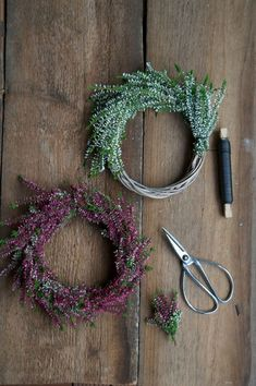 """Heather-wreaths and my week at the """"perfect dinner"""" on VOX . - Weihnachts Decko - The Dallas Media Diy Fall Wreath, Autumn Wreaths, Fall Diy, Christmas Diy, Christmas Wreaths, Christmas Decorations, Corona Floral, How To Make Wreaths, Dried Flowers"""