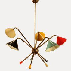 Entre os anos 60 e 70 a italiana Stilnovo produziu muitas das mais importantes peças de iluminação que marcaram época. Criadas por design...