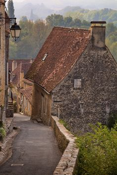 Dordogne, France photo via teresa Aquitaine, Beautiful Buildings, Beautiful Places, Belle France, La Dordogne, Beaux Villages, France Photos, Photos Voyages, French Countryside