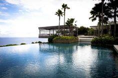 Suspendida sobre uno de los acantilados más sobrecogedores de Bali. www.alilahotels.com. - Copyright © 2016 Hearst Magazines, S.L.