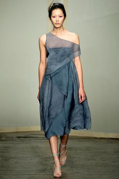 Donna Karan Spring 2013 RTW - Review - Fashion Week - Runway, Fashion Shows and Collections - Vogue#/collection/runway/spring-2013-rtw/donna-karan/8
