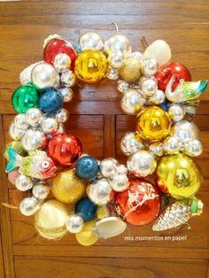 Corona reciclando bolas navideñas. Mis momentos en papel