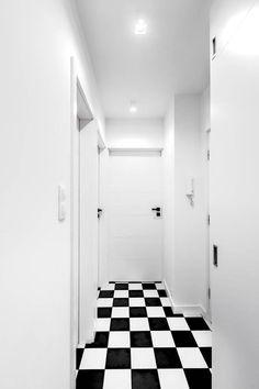 Czarno-biała podłoga w przedpokoju
