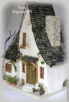 Купить Дом в лесной чаще. Kaufen Sie ein Haus im Wald. Gnome House, Witch House, Miniature Houses, Miniature Fairy Gardens, Miniature Rooms, Cardboard Crafts, Wood Crafts, Fairy Crafts, Putz Houses