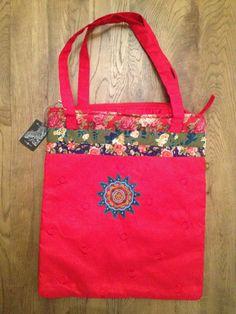 Bolso rojo SURKANA - Nuevo - 40cm x 35cm Shops, Reusable Tote Bags, Red Clutch, Totes, Tents, Retail, Retail Stores