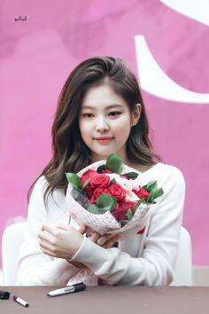 181117 COEX 'SOLO' Fansign #JENNIE Kim Jennie, Kpop Girl Groups, Korean Girl Groups, Kpop Girls, Blackpink Members, Blackpink Photos, Blackpink Jisoo, Yg Entertainment, South Korean Girls