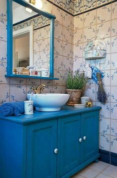 Check Out 31 Provence Bathroom Design Ideas That You'll Love. What can be more gorgeous for a bathroom than Provence style? Decor, Gorgeous Bathroom, Provencal Decor, Bathroom Furniture, Vintage Bathroom, Bathroom, Bathroom Design, Bathroom Decor, Tile Bathroom