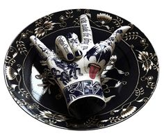 """Kiss"" is a porcelain hand on a dish, part of the ""Rocker"" series by corean artist Kim Joon #hands #fingers #mani #main - Carefully selected by GORGONIA www.gorgonia.it"