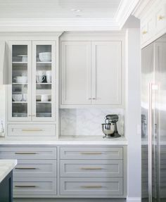 White and grey kitchen cabinets with brass hardware. Home design decor inspiration ideas. White and grey kitchen cabinets with brass hardware. Home design decor inspiration ideas. Light Gray Cabinets, Grey Kitchen Cabinets, Painting Kitchen Cabinets, Kitchen Countertops, Kitchen Grey, Grey Cupboards, White Countertops, Yellow Cabinets, Island Kitchen