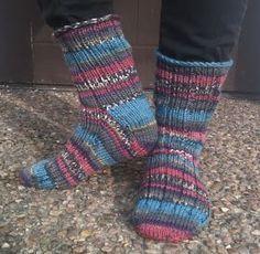 Jag stickar numera helst mina sockor från tån och upp. Jag har provat flera olika metoder och tagit lite här och lite där. Den här beskriv...