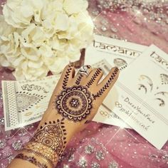 If you love henna, you will LOVE this Black & Gold henna set designed by the incredibly talented Tamanna Roashan, AKA @DressYourFace! This set features intr