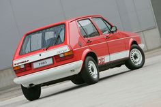 Mk I VW Citi Golf Sport - Made in South Africa and only ceased production in 2011 - I had a blue one. Golf Gti R32, Mk6 Gti, Volkswagen Golf Mk1, Volkswagen Models, Golf 1, Mercedes Benz Sedan, City Golf, Jetta A2, Vw Cars