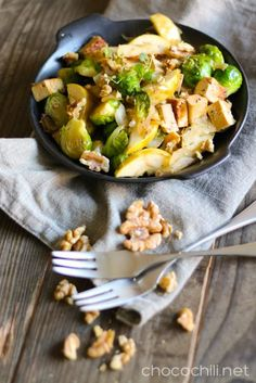 Brussel sprout, smoked tofu & apple stir-fry. // chocochili.net