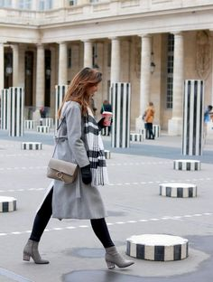 Manteau gris long et bottines à paillettes 💗